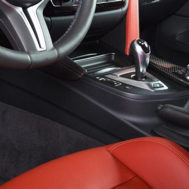 Modern luxury car interior dashboard lyxbil premium Landskrona trafiken620