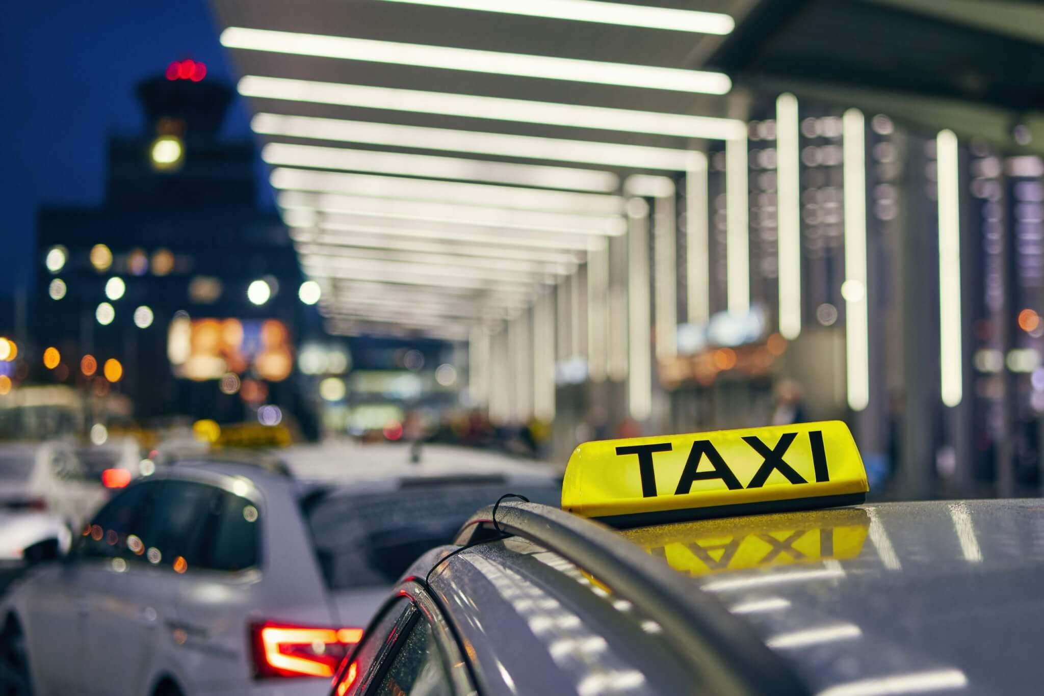 Lighting taxi sign vår fasta prislista boka och beställ taxi landskrona service vi kör i hela skåne